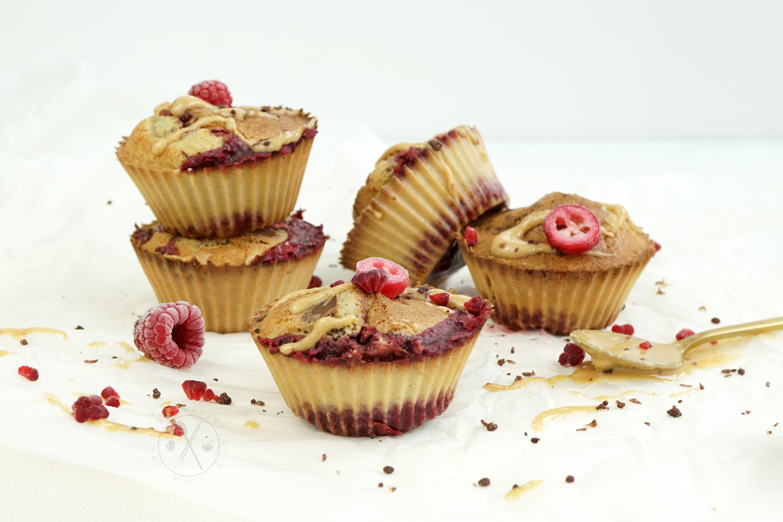 Low Carb Marmor-Muffins mit Sauerkirschfüllung - Paleo & Kalorienarm