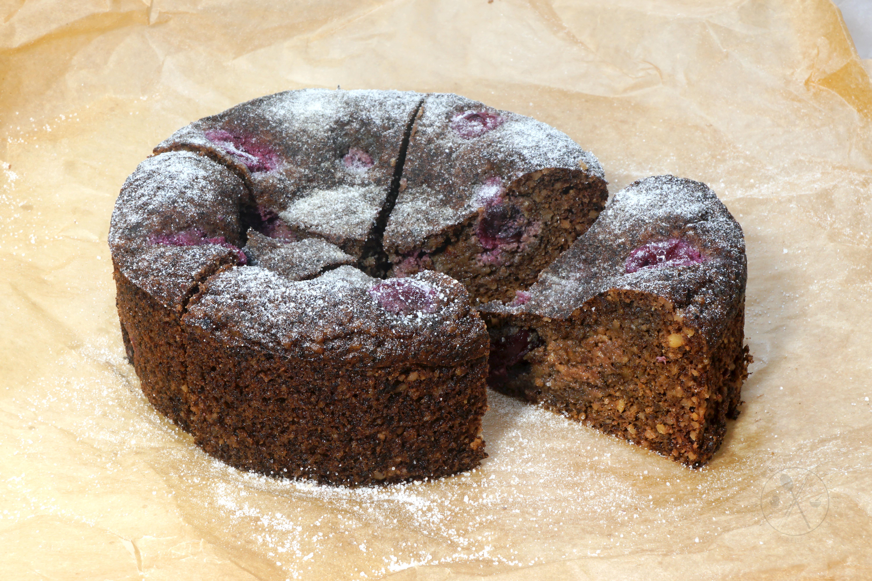 Fudgy Winterzauber Walnuss-Kirsch-Kuchen mit feinem Rumaroma