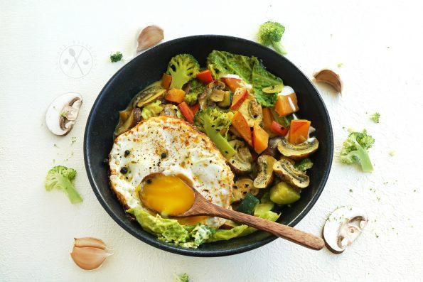 Low Carb Wintergemüse Curry Rezept mit Spiegelei