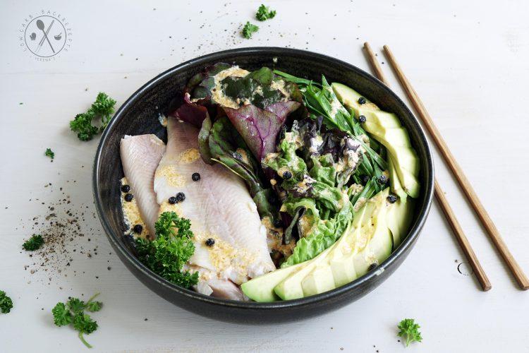 Ketogener Salat mit Räucherfisch